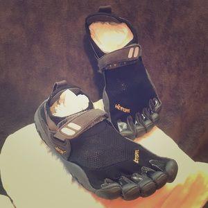 Black vibram Fivefinger shoes size 37